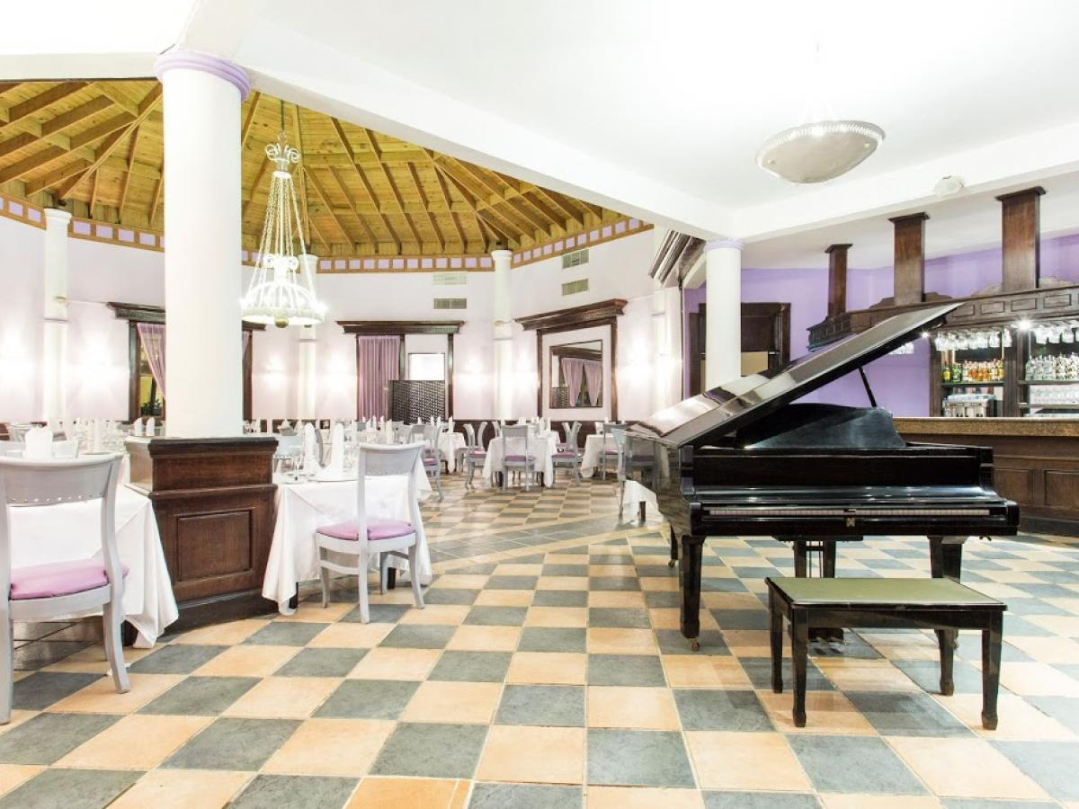 Be Live Punta Cana Dominican Republic - Plaza Bar