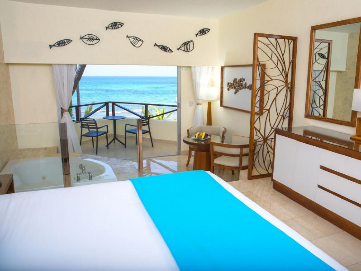 Junior Suite Ocean Front View with Jacuzzi