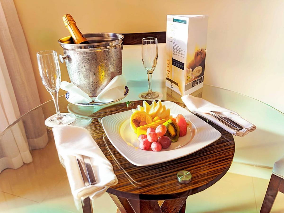 Royalton Punta Cana Dominican Republic - Honeymoon Jacuzzi Ocean Front Suite Dia