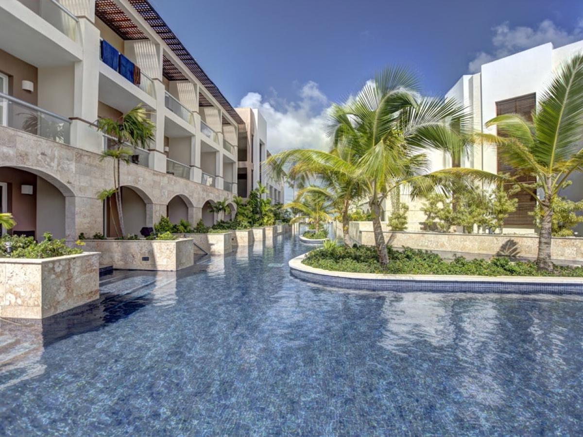 Royalton Punta Cana Dominican Resort - Luxury Swim Out Diamond Club Room
