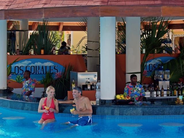 Luxury Bahia Principe Ambar Blue Punta Cana - Pool Bar