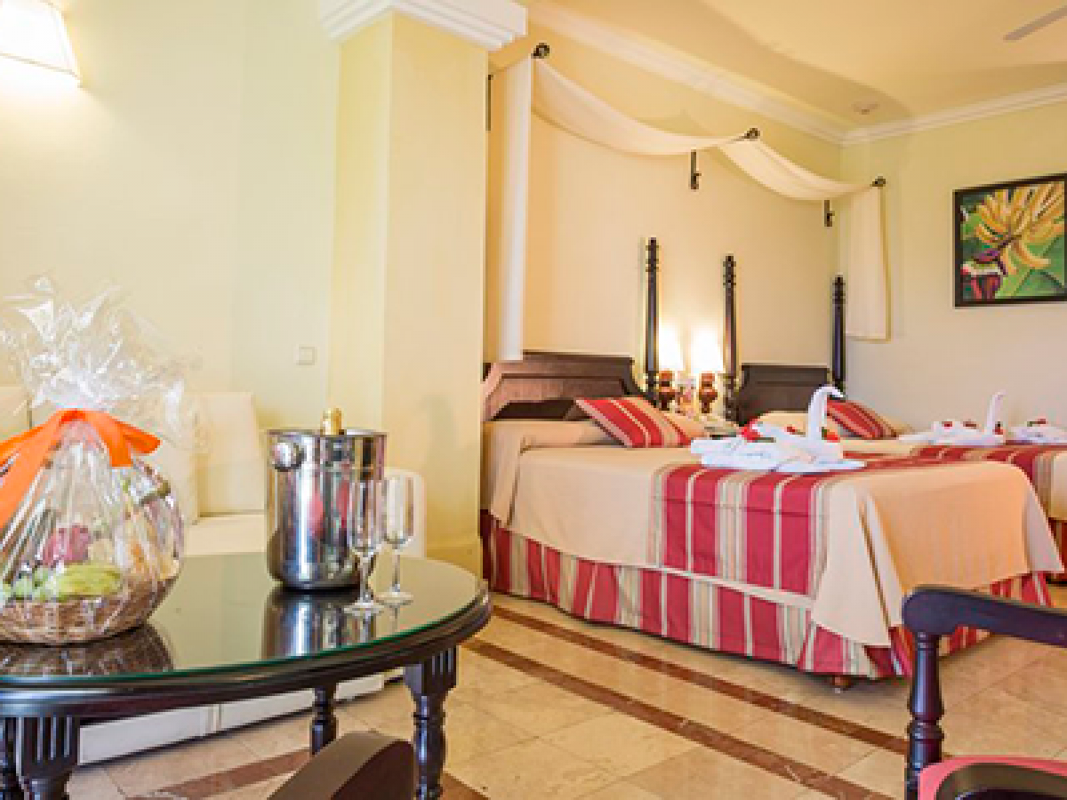 Grand Palladium Jamaica Jr Suite Living Room Two Beds png