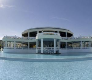 Grand Palladium Resort & Spa Montego Bay Jamaica - Main Pool