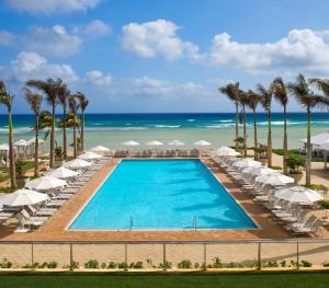 Hilton Rose Hall Resort & Spa Resort - Swimming Pool