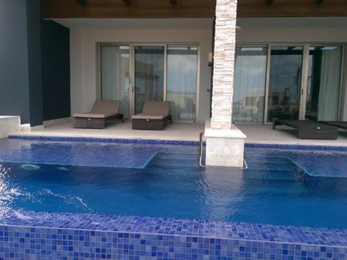 Royalton Blue Waters - Junior Suite Swim Out Diamond Club