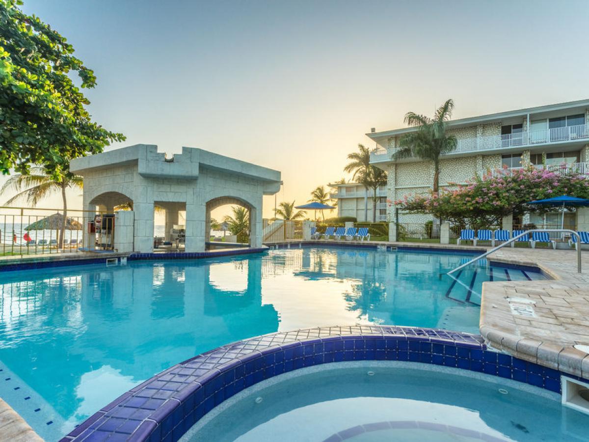 Holiday Inn Resort Montego Bay Jamaica -Big Smaddy Bar