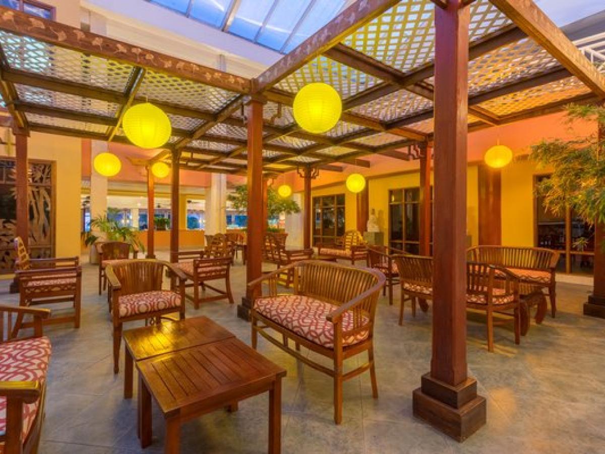 Holiday Inn Resort Montego Bay Jamaica -De Lobby  Bar