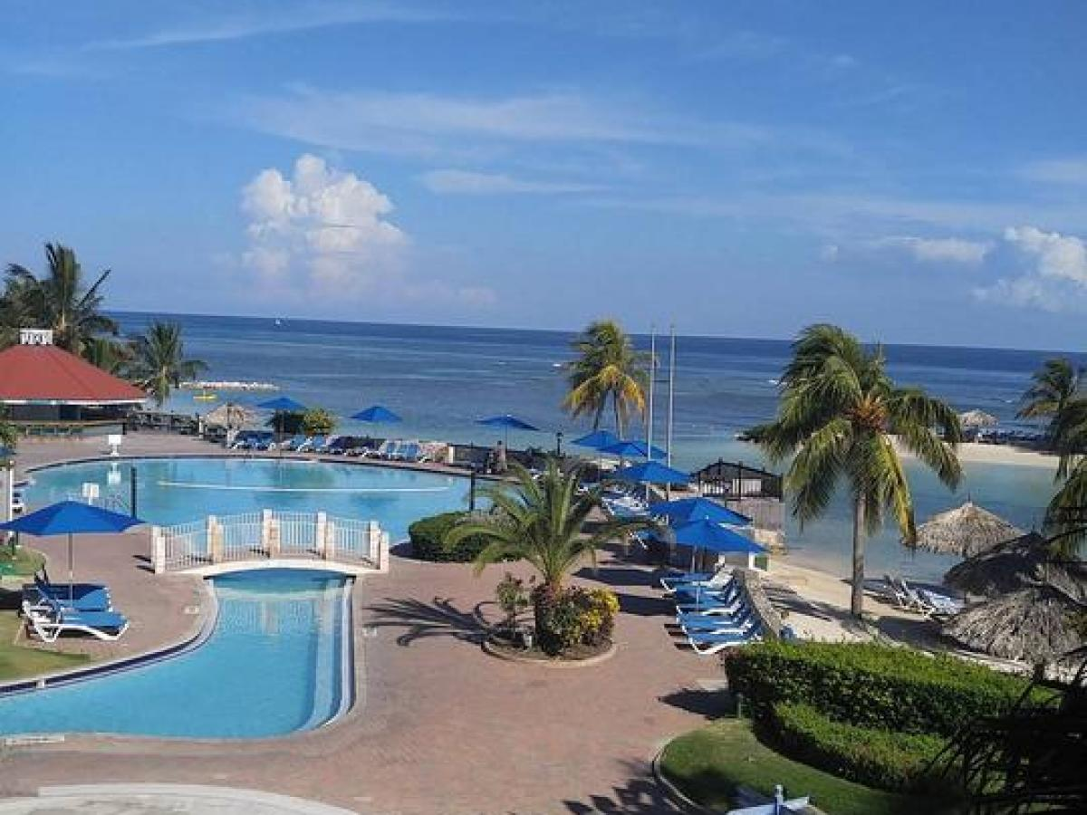 Holiday Inn Resort Montego Bay Jamaica - Barefoot Bar and Grill