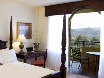 Jewel Dunn's River Beach Resort & Spa Jamaica - Sapphire Mountai
