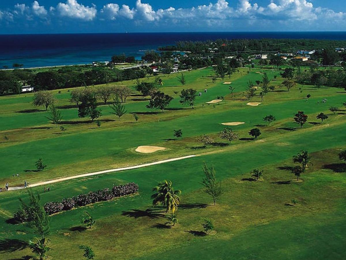 STSVacations  Jewel Runaway Bay Beach  Golf Resort