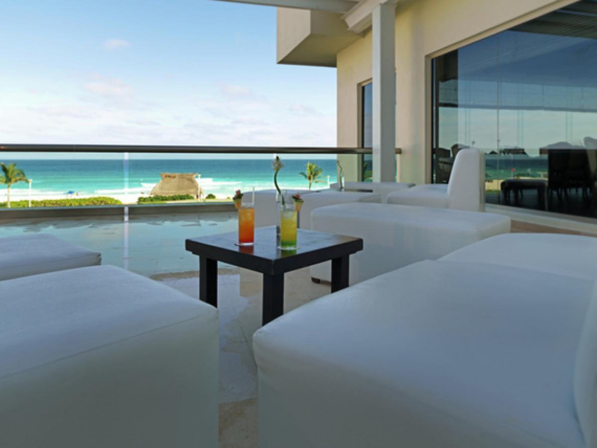 Iberostar Cancun Mexico - Las Olas Bar