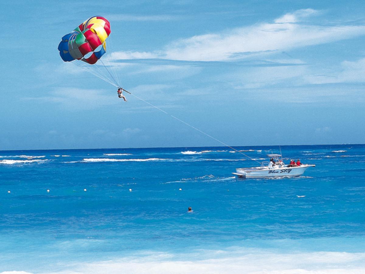 Iberostar Cancun Mexico - Para Sailing