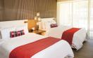 06 HRHLC Rock Suite Ocean Front Bed